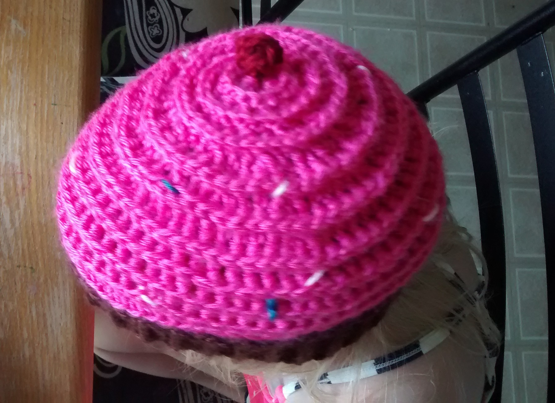 Cupcake hat free pattern kickin crochet img20150509182954304 bankloansurffo Image collections